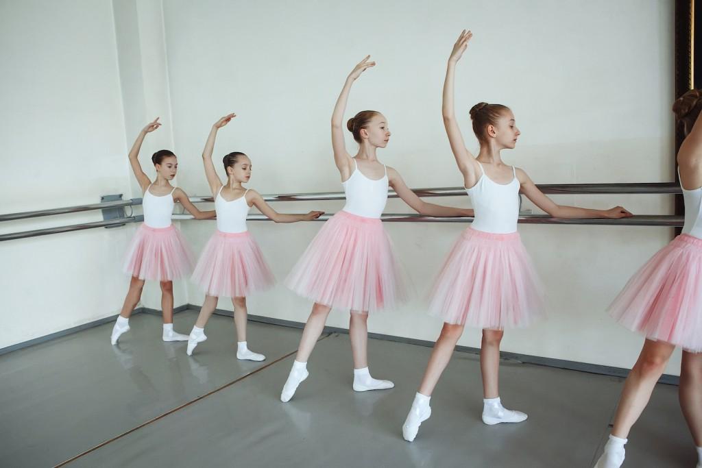ballett f r kinder ab 7 9 jahre ballet dance center in. Black Bedroom Furniture Sets. Home Design Ideas